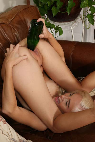 Model Naomi Woods in Perfect Pussy