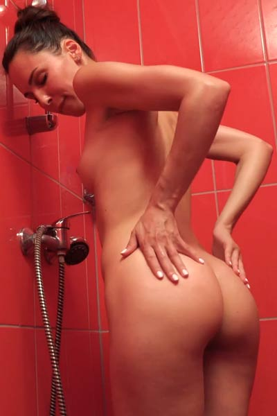 Model Lilu Moon in Red Hot and Wet